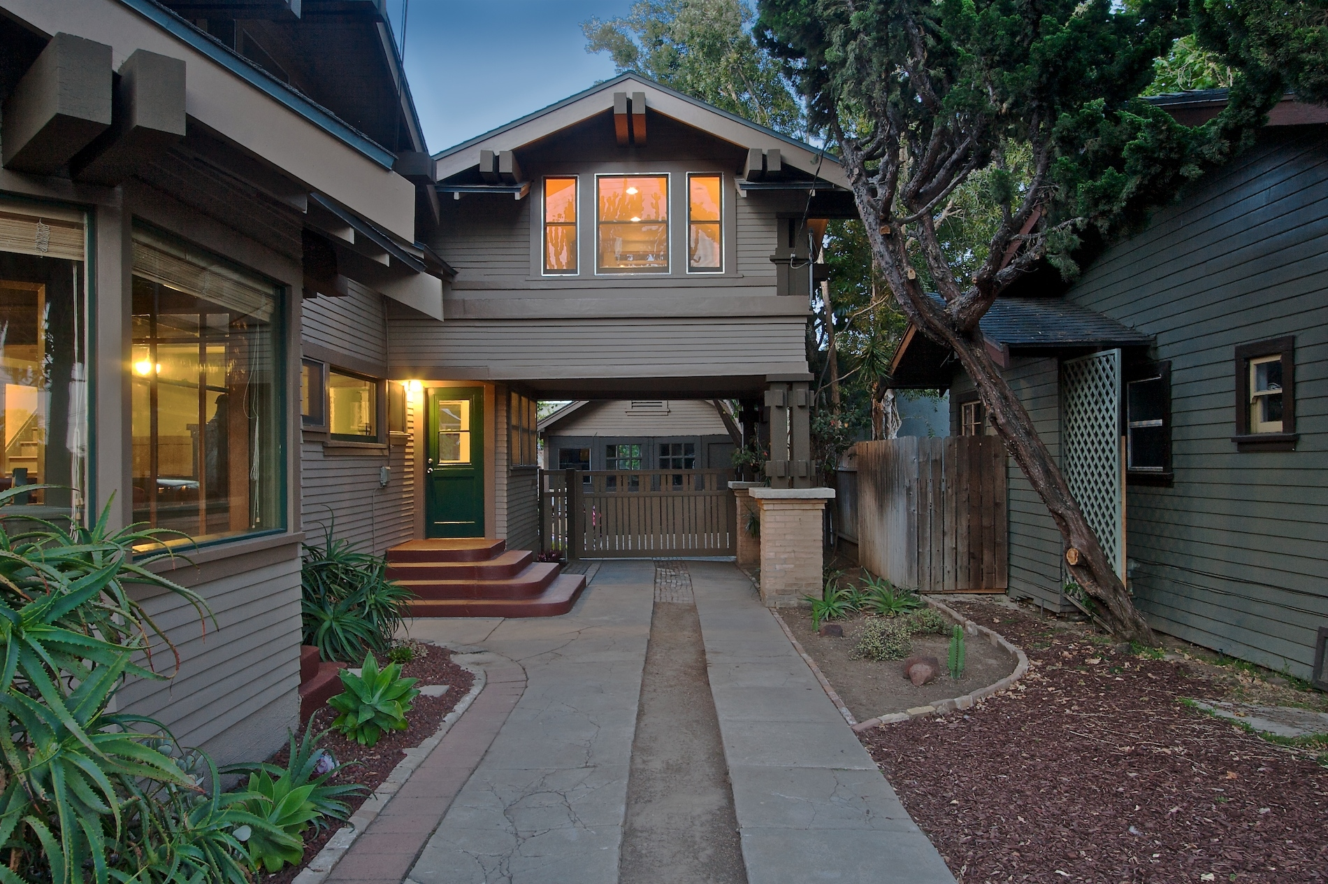 California bungalow and craftsman real estate for Craftsman style architecture