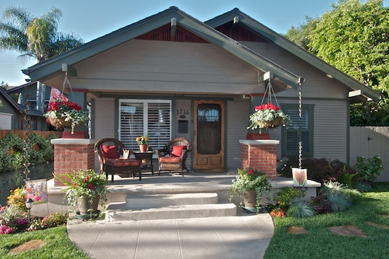 Beautiful entertainer's California bungalow